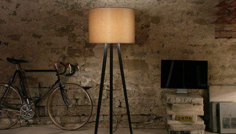 lampadaire tr pied lampadaires decofinder. Black Bedroom Furniture Sets. Home Design Ideas