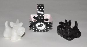 Demeure et Jardin - deux petites bougies chiens scottish noir et blanc - Bougie Décorative