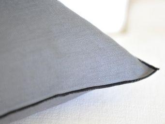 MAISON D'ETE - coussin en lin encre bourdon noir 35x50 cm - Coussin Rectangulaire