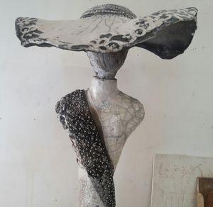 MARIE JUGE SCULPTEUR - capeline - Sculpture
