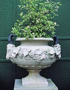 Chilstone - goat's head urn - Vasque De Jardin