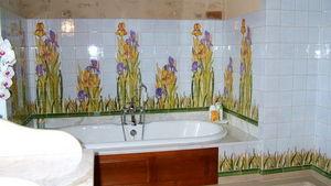 Faiences De Ponchon - décor iris - Carrelage Mural
