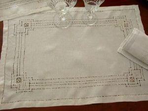 Maison du Lin et de la Dentelle (linge-ancien.com) -  - Set De Table