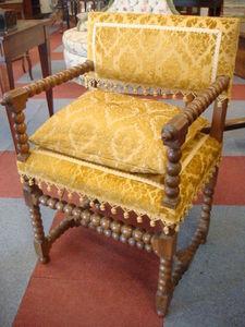Antiquités Braga - chaise à bras en noyer - Fauteuil