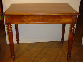 Courcelles Antiquit�s - petite table bureau - Table � Gibier