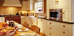 Broomley Furniture - gloria and les?s kitchen - Cuisine Traditionelle