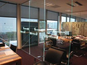 GLASSOLUTIONS France - led in glass - Cloison De Bureau