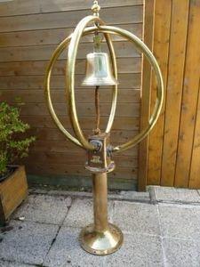 La Timonerie Antiquités marine - cloche sur antenne gonio marconi - Antenne Gonio