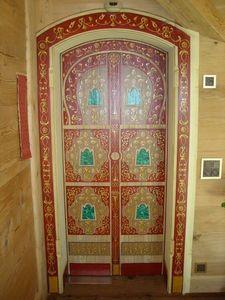 pique decor - decor russe sur porte - Boiserie