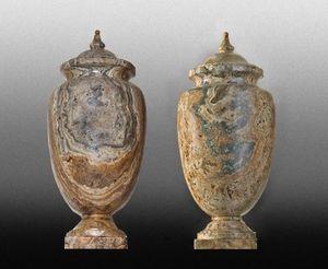 Galerie Charles Sakr - vases en onyx - Paire De Cassolettes