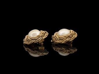 Expertissim - chanel. paire de boucles d?oreilles en métal doré  - Boucles D'oreilles
