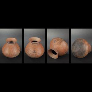 Expertissim - vase à décor négatif noir linéaire - Objet D'art Précolombien
