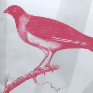 TROIS MAISON - coussin oiseau en soie - collier d'or - Coussin Carré