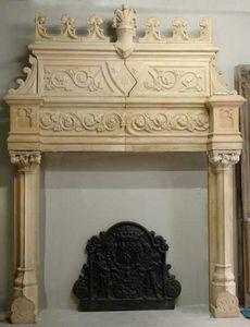 GALERIE MARC MAISON - cheminée de style néo-renaissance en terre cuite - Manteau De Cheminée