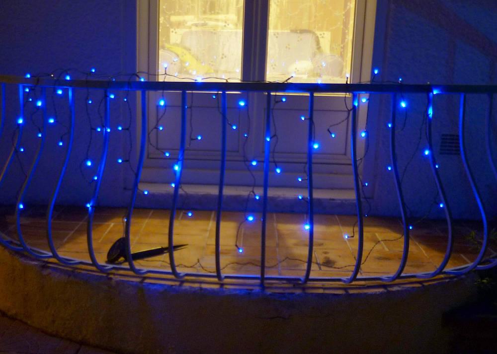 Guirlande solaire rideau 80 leds bleues 3m80 guirlande for Guirlande lumineuse rideau exterieur