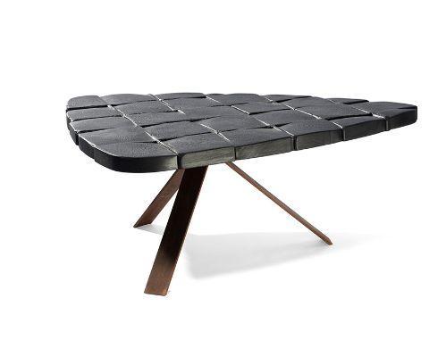 table basse triangulaire noir elitis decofinder. Black Bedroom Furniture Sets. Home Design Ideas