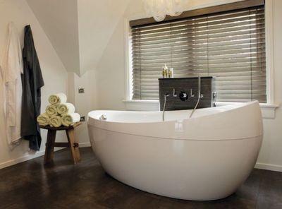 Jasno Shutters - Salle de bains-Jasno Shutters-Stores vénitiens bois sur mesure
