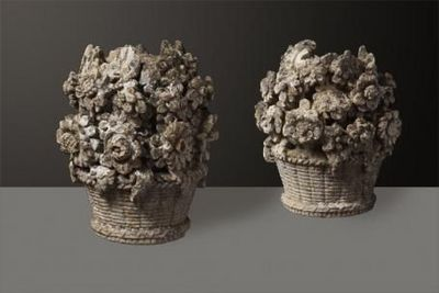 Andrée Macé - Sculpture végétale-Andrée Macé-Paire de corbeilles de fleurs en pierre, d'époque XVIIIème siècle