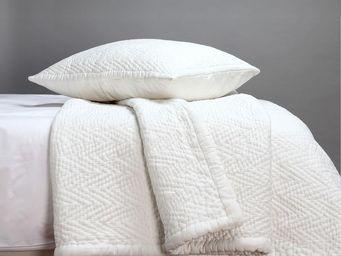 BLANC D'IVOIRE - karin 240 - Matelasse Bedspread