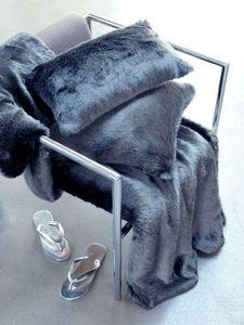 Evelyne PRELONGE - fausse fourrure - Rectangular Cushion