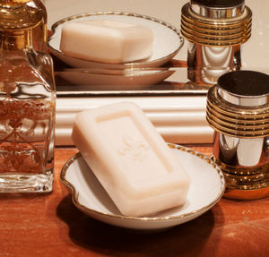 LA SAVONNERIE ROYALE - -pétales d'églantine - Bathroom Soap