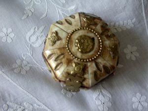 Maison du Lin et de la Dentelle (linge-ancien.com) -  - Decorated Box
