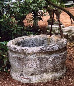 BARBARA ISRAEL GARDEN ANTIQUES - circular wellhead - Well