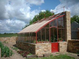 Serres et Ferronneries d'Antan - serre adossée sur muret - Greenhouse