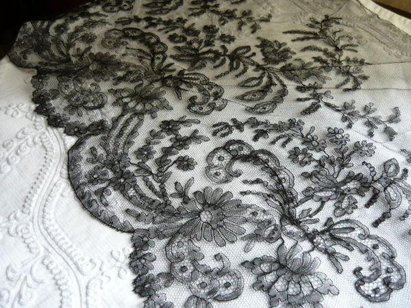 UN SOUFFLE D'ANTAN - Lace braid-UN SOUFFLE D'ANTAN-Dentelle de Chantilly