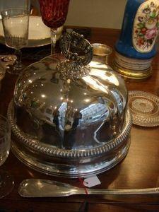 Antiquités du marché des Ternes - cloche couvre-plat en métal argenté - Tellerglocke