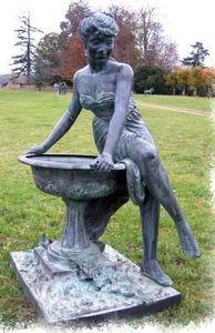 Esprit Antique - sculpture de jardin vasque et femme - Skulptur