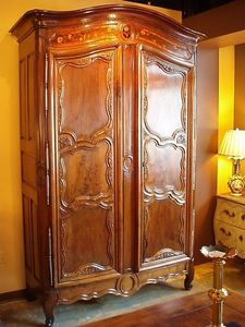 Jacque's Antiques - mid. 18th cent. french louis xv period walnut armoire - Wäscheschrank