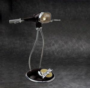 Maurizio Lamponi Leopardi - vespa black 1 - Tischlampen