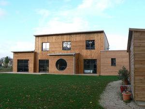 MAISONS BOIS CRUARD - ossature bois - Geschossiges Haus