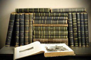 Objet de Curiosite - livres 21 vol. illustrations cuir noir - Altes Buch