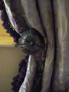 Sue Whimster Curtains & Soft Furnishings - antique holdback - Kordelhalter