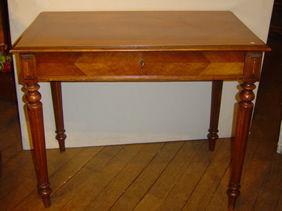 Courcelles Antiquités - petite table bureau - Wildtisch