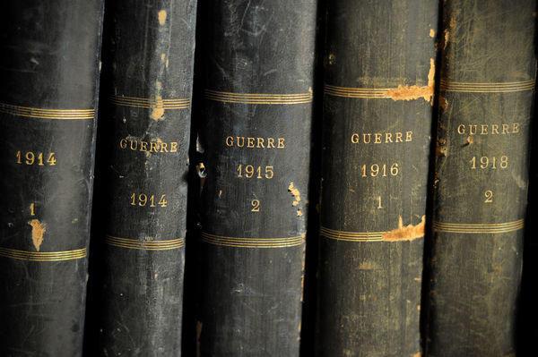 Objet de Curiosite - Altes Buch-Objet de Curiosite-Livres 21 vol. illustrations Cuir noir