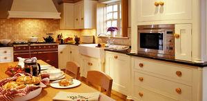 Broomley Furniture - gloria and les?s kitchen - Cocina Clasica