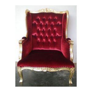 DECO PRIVE - fauteuil a oreilles dore et velours rouge capitonn - Poltrona Con Poggiatesta