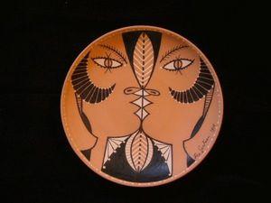 SYLVIA POWELL DECORATIVE ARTS - chevre-pieds jumeaux - Piatto Decorativo